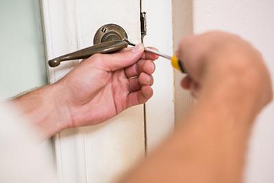 תיקון דלת